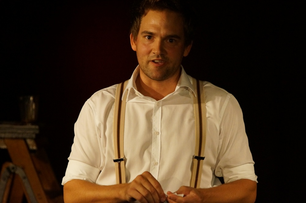 julian button soloprogramm ein abend voller zauberei comedy schattenspiel