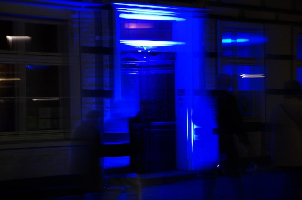 recklinghausen leuchtet tuer in blau