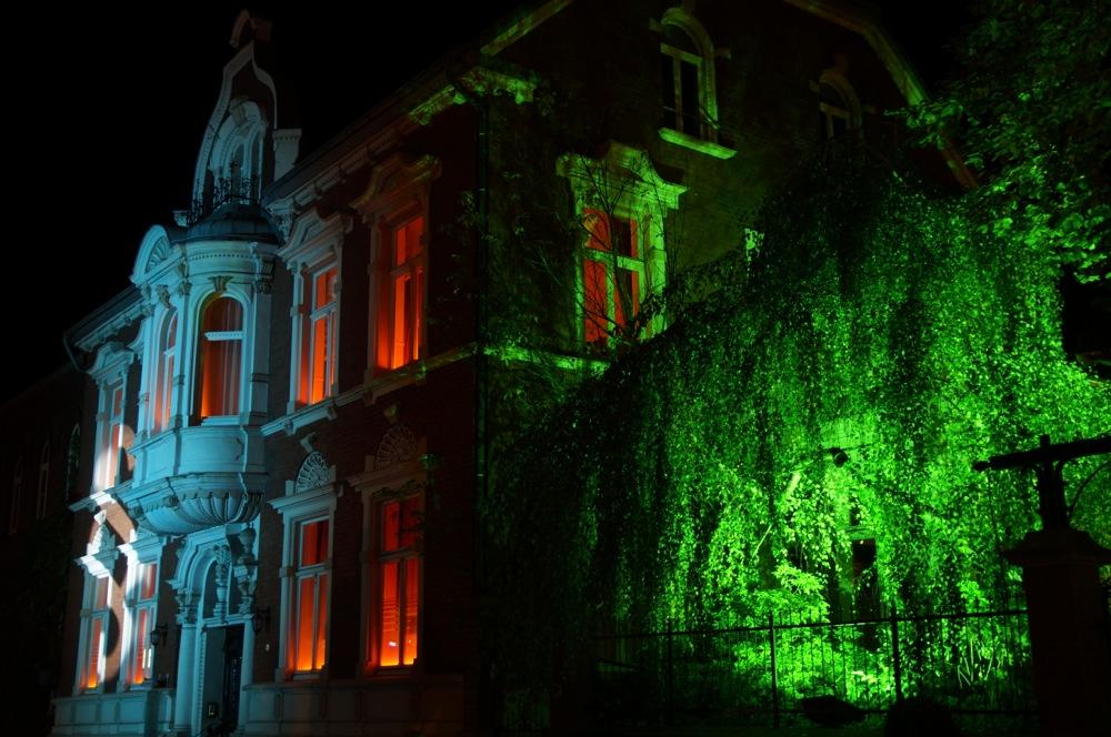 recklinghausen leuchtet villa und wald in gruen